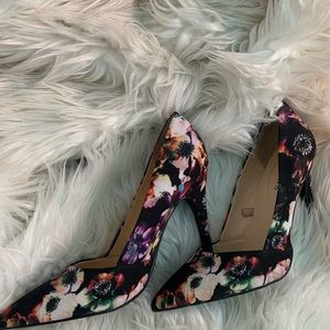 Guess Dark floral pointed toe heels